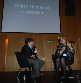 Andrew Copson i samtale med BHA-president Polly Toynbee.  Foto: Even Gran